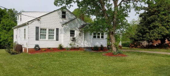 Housing Near WFU Nice 2BR/1BTH House For Rent - Kernersville, NC